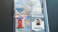 Fotografía cedida por prensa de Miraflores donde se observa el pasaporte de Airan Berry, uno de los dos estadounidenses detenidos en Venezuela por un ataque marítimo frustrado. Luke Denman.