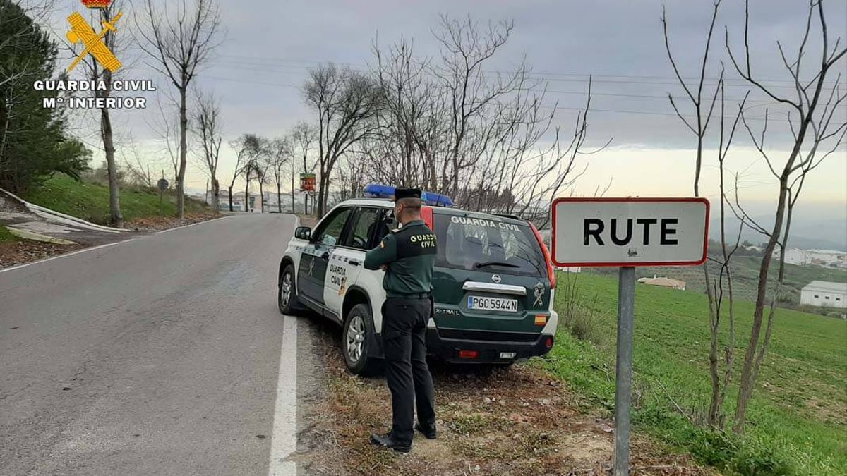 Patrulla de la Guardia Civil en Rute