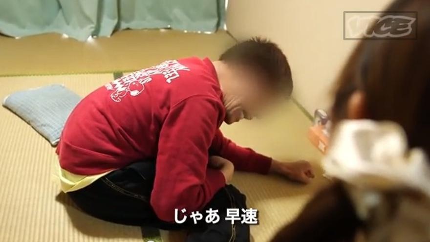 Asistente alimentaria visitando a un cliente en Japón