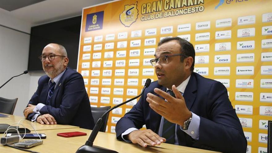 Enrique Moreno (i) junto a José Luis Cruz durante la comparecencia de prensa de la semana pasada para explicar el acuerdo de venta que al final no fue tal
