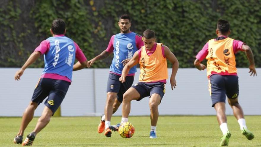 Los jugadores de la UD Las Palmas entrenando en Barranco Seco. (Twitter oficial UD Las Palmas).