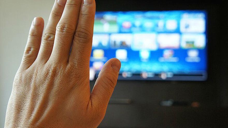 ¿Imaginas controlar todo lo que hay en tu casa con un brazalete y tu televisión?