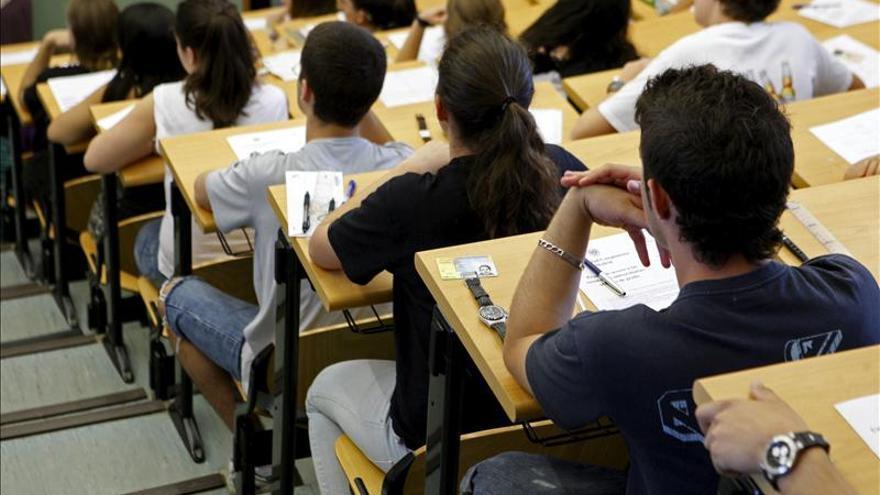 Alumnos de la Complutense se encierran contra la expulsión por no pagar tasas