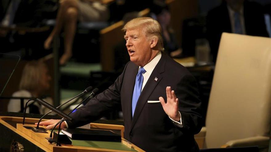 """Trump llama """"corrupto"""" al régimen cubano y reitera que no levantará el embargo"""