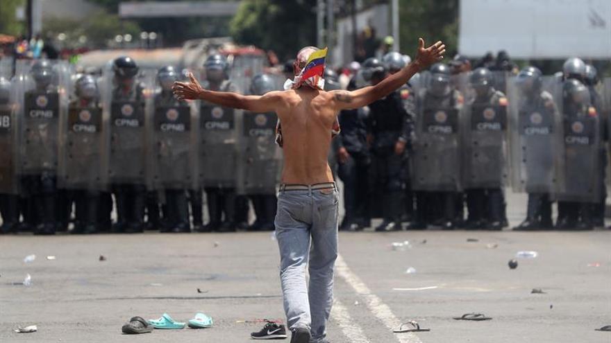 Colombia cierra dos días los pasos fronterizos con Venezuela para evaluar daños