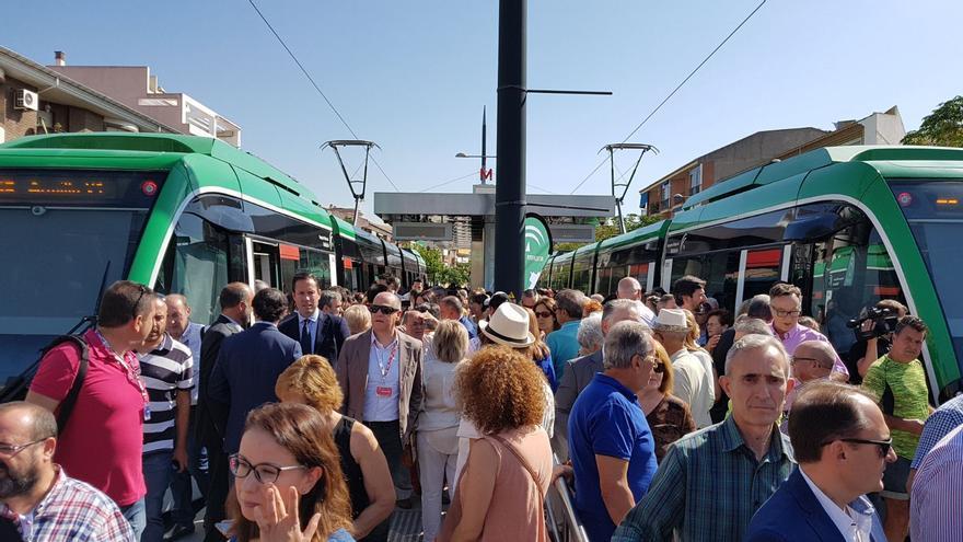 Dos convoyes del metro, minutos antes de estrenarse por primera vez en Armilla