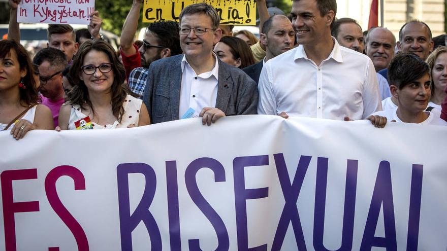 Mónica Oltra, Ximo Puig y Pedro Sánchez en una manifestación en Valencia.