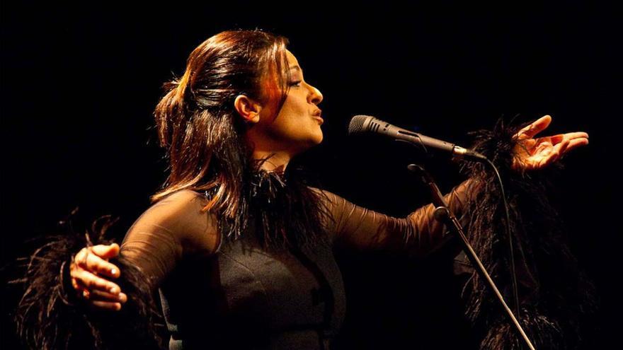 Actuación de Olga Cerpa.