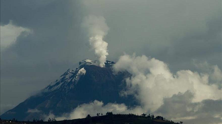 Alerta naranja en zonas aledañas al volcán ecuatoriano Tungurahua