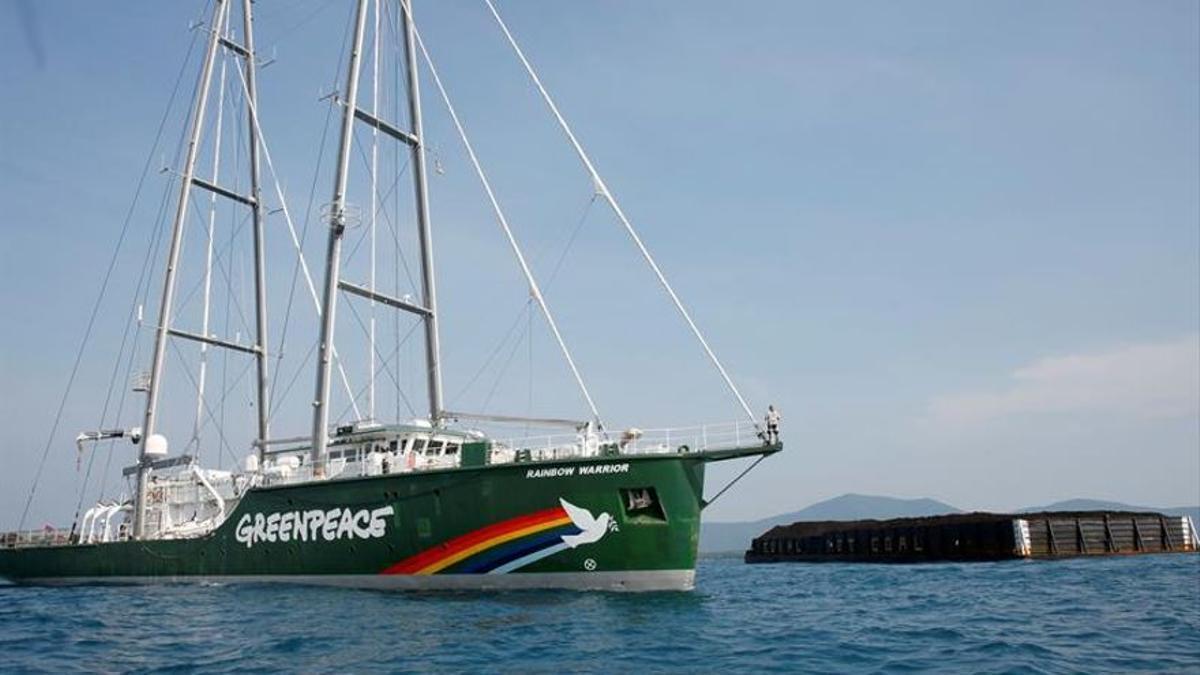 El 'Rainbow Warrior' de Greenpeace