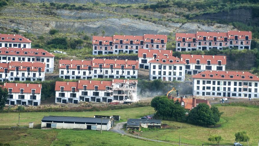 Vista general de parte de la urbanización antes de ser demolida. | J.G. SASTRE
