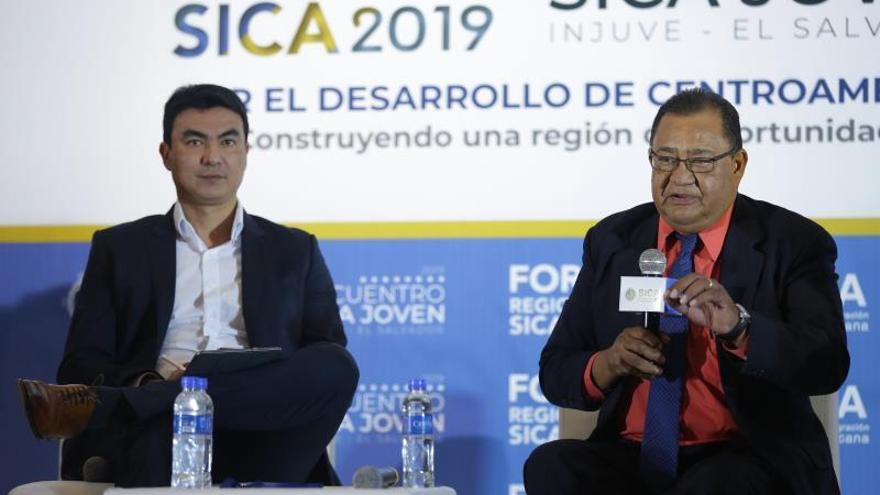 """Países de Centroamérica preparan un plan de """"atención integral"""" para la migración"""