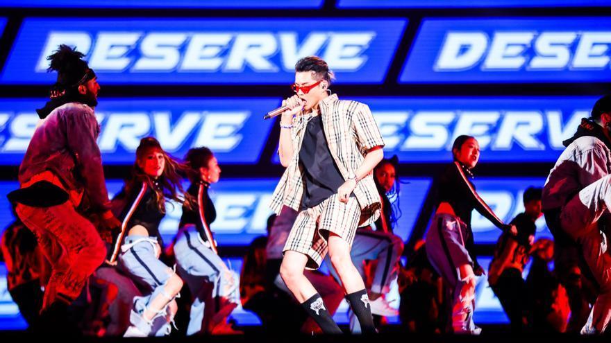 Acusan de violación al popular cantante Kris Wu