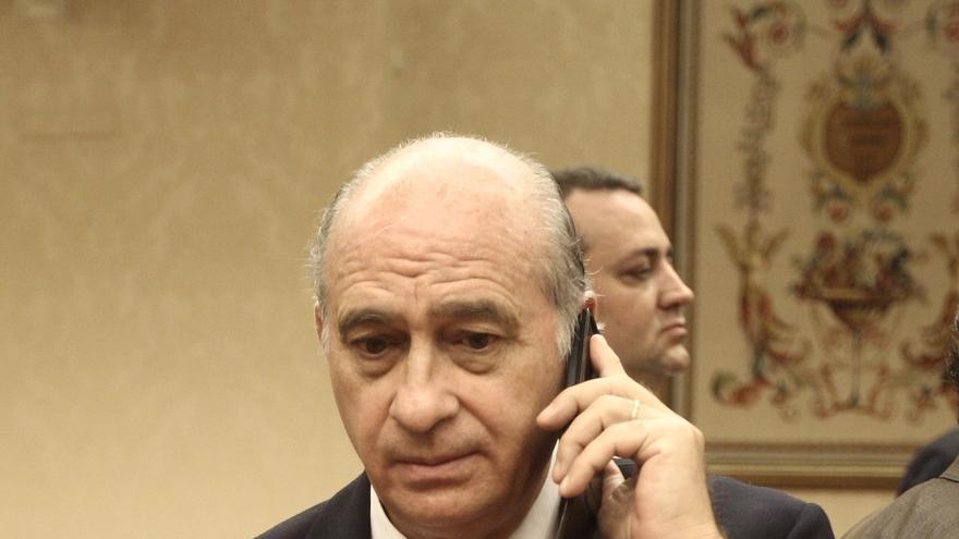 """El ministro del Interior rechaza """"manipulación"""" en el informe policial del caso Raval"""