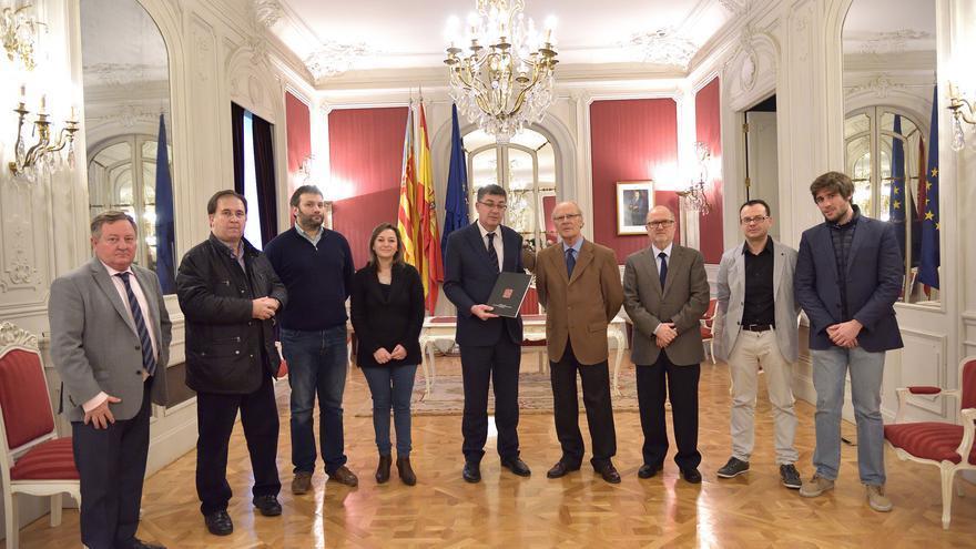 El president de les Corts Valencianes, Enric Morera, ha rebut la memòria de 2015 de la AVL