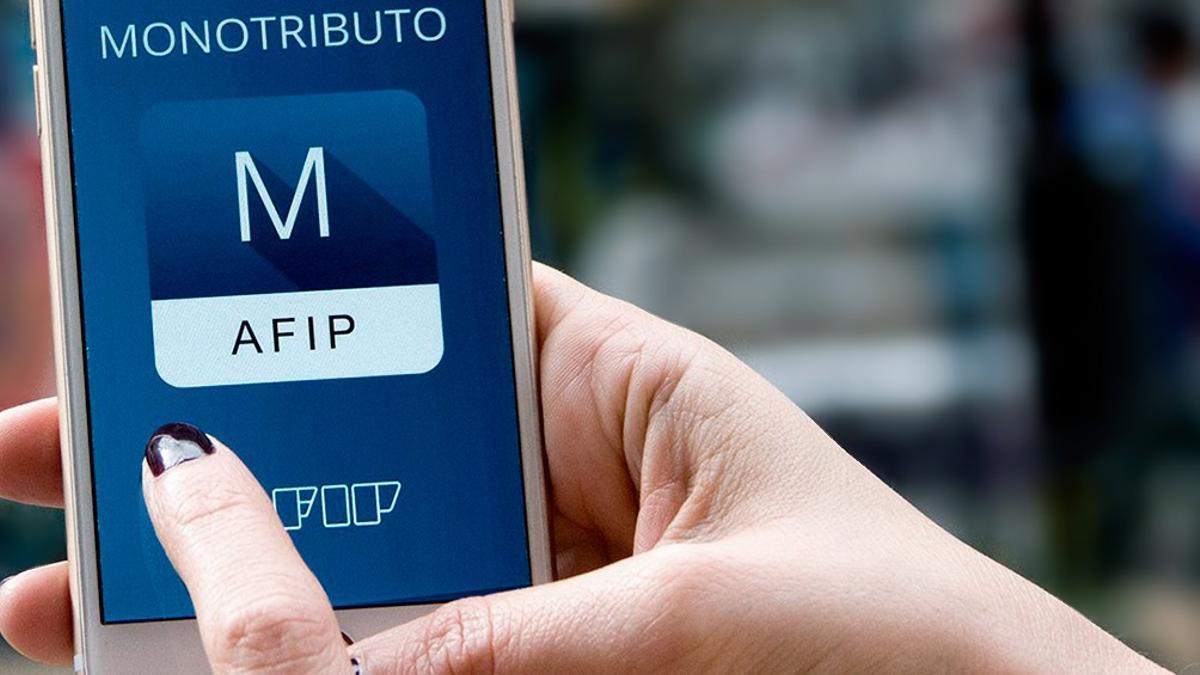 AFIP extiende beneficios para monotributistas: no dará de baja a quienes adeuden mayo, junio y julio