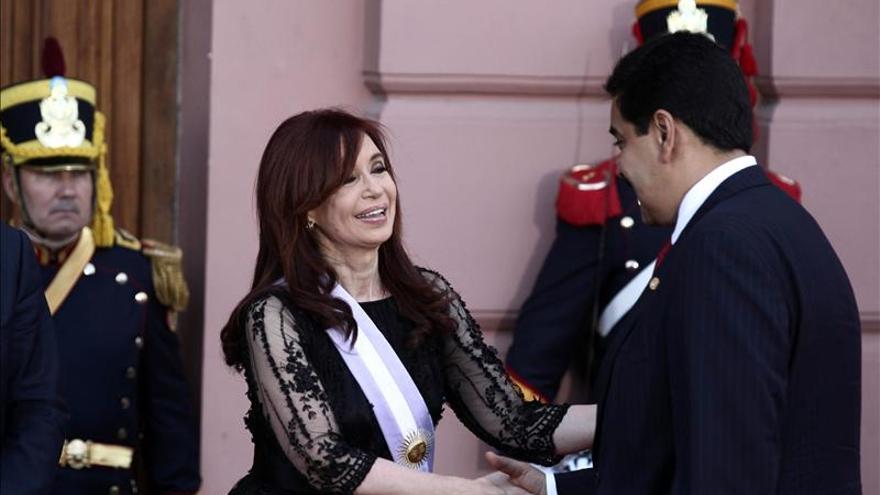 """Maduro prosigue su primera gira internacional en el """"granero"""" argentino"""