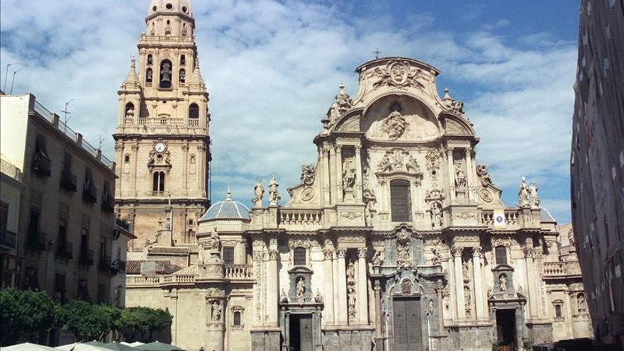 Recuperado en Madrid un farol de plata de 1732 robado hace 38 años en Murcia