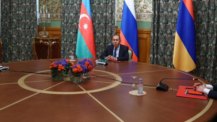 Armenia y Azerbaiyán declaran un alto el fuego humanitario en Nagorno Karabaj
