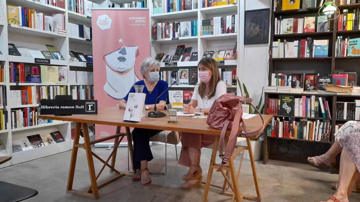 Victoria Camps y Ana Marrades en la presentación de 'Tiempo de cuidados' en la librería Ramón Llull.