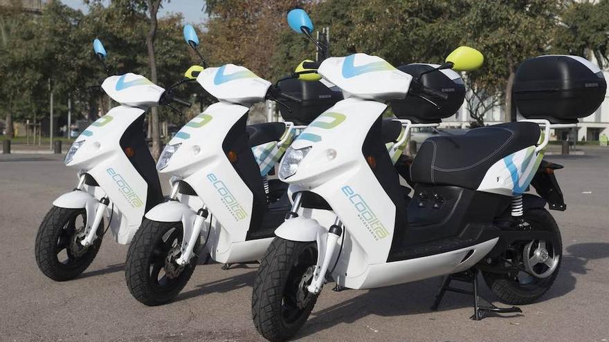 Las motos de eCooltra tienen sensores para evitar el robo de los cascos