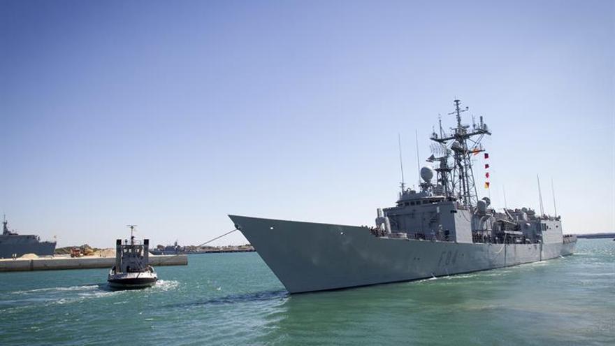 Fragata española rescata 222 inmigrantes frente a las costas de Libia