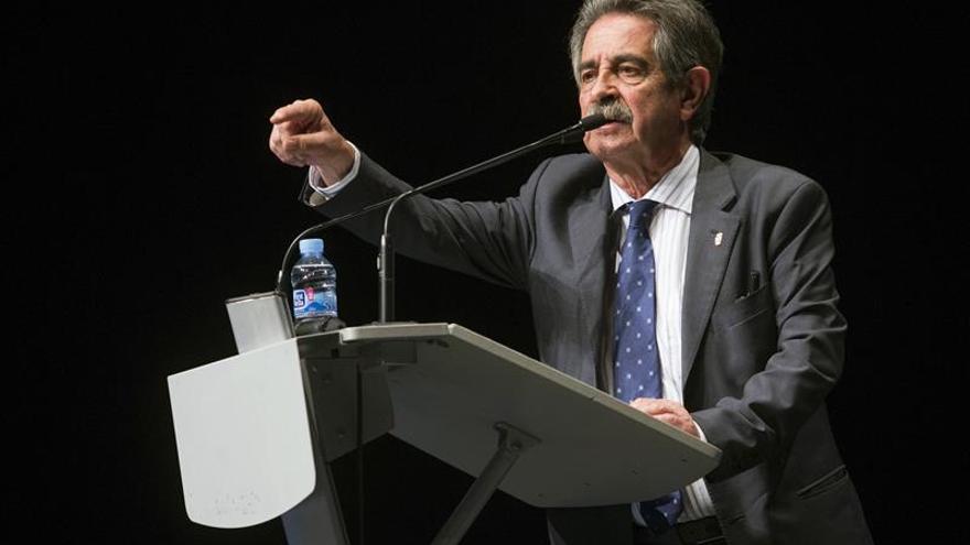 Revilla pide para Murcia agua y mejores vías de transporte y comunicación