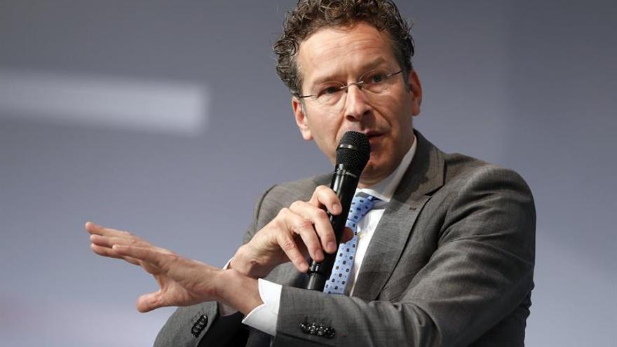 Dijsselbloem no dimitirá y quiere terminar su mandato al frente del Eurogrupo