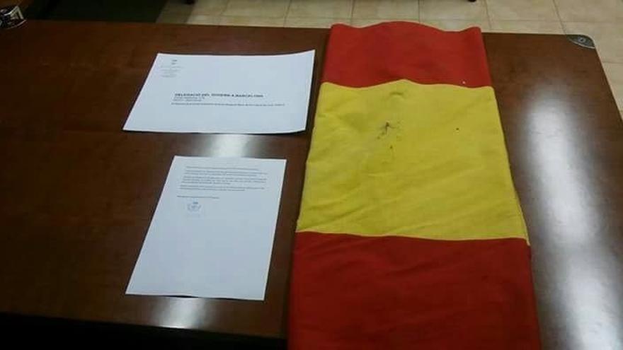 """Viladamat (Gerona) envía su bandera de España a la Delegación del Gobierno """"en vista del desuso que tiene"""""""