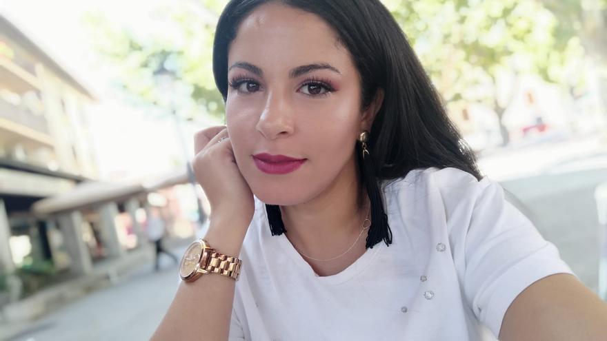 Hanan denuncia algunas de las agresiones racistas que ha sufrido o presenciado en su trabajo como camarera