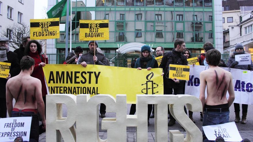 Acto de apoyo a Raif Badawi frente a la embajada de Arabia Saudí en Varsovia © Aleksandra Zielińska