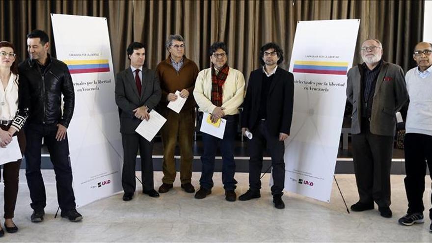 Medio centenar de intelectuales firman manifiesto por libertad en Venezuela
