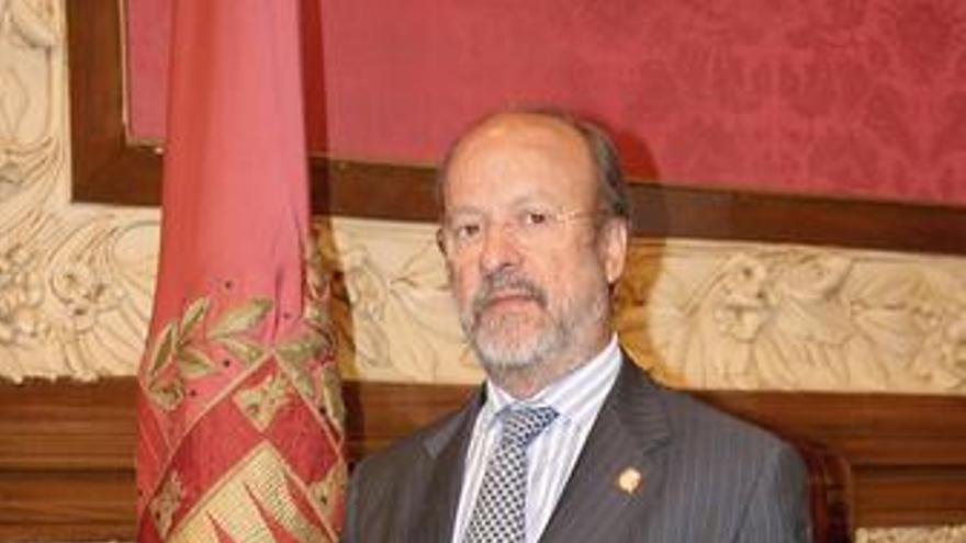 Javier León de la Riva.