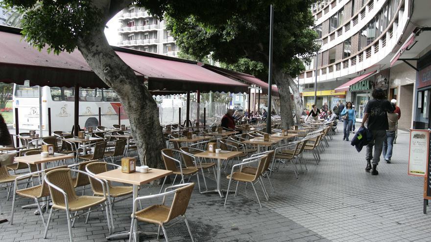 El PP plantea que se amplíe el espacio para bares y se suspendan las tasas