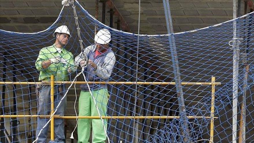 Trabajadores en un edificio en construcción