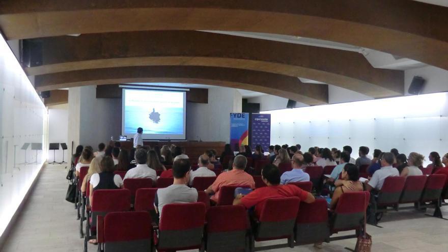 Imagen de archivo de un curso del programa 'Dinamiza' en el Espacio Cultural de CajaCanarias.
