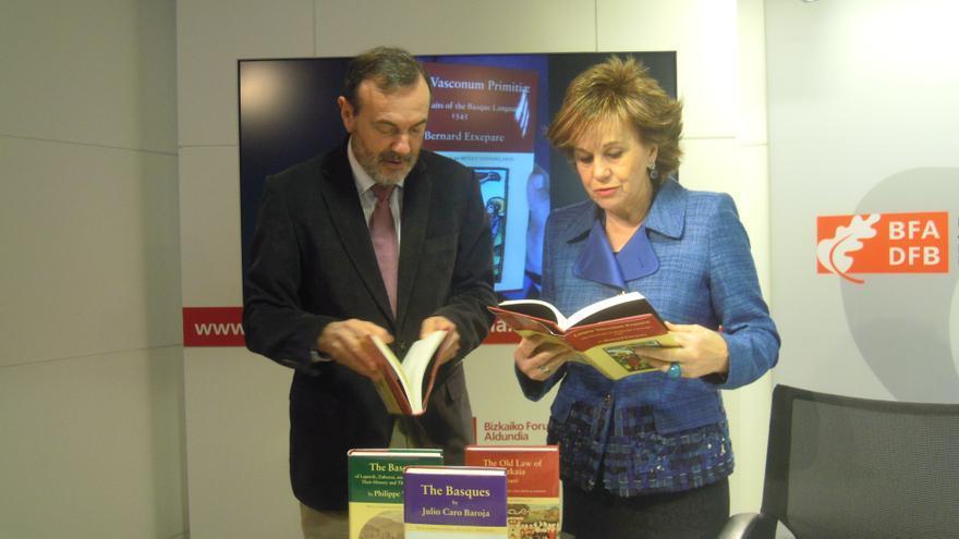 La Diputación de Bizkaia y el Centro de Estudios vascos de Nevada publican en inglés el primer libro escrito en euskera