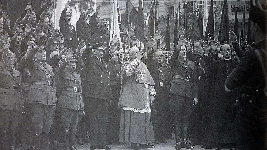 Fuerzas golpistas tras el golpe de Estado de julio del 36. / FRANCISCO ESPINOSA