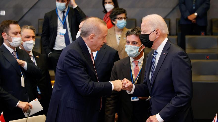 Biden conversa unos minutos con Erdogan antes del inicio de cumbre de OTAN