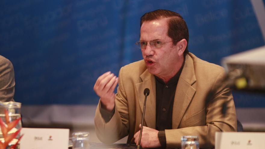 El canciller de Ecuador viaja a Caracas a la investidura pero no dice si irá Correa