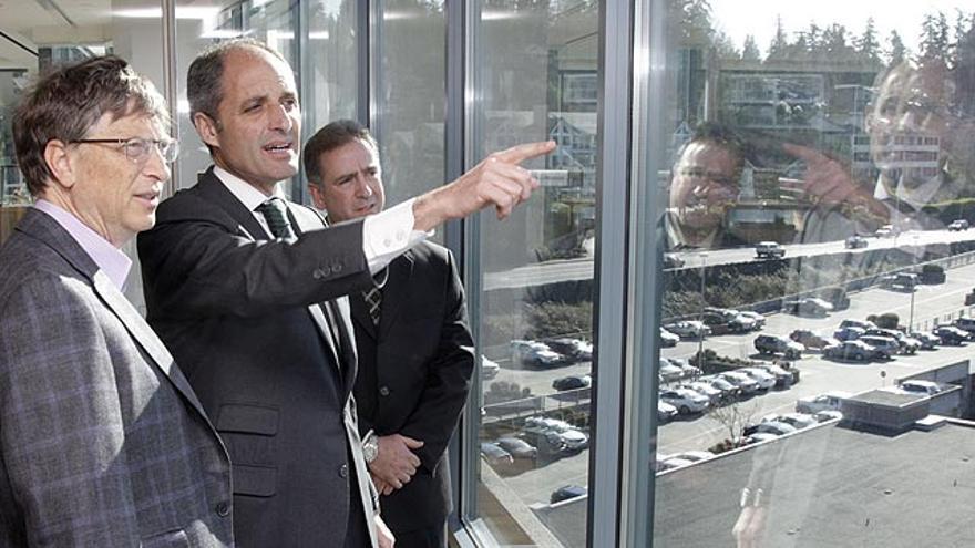 Francisco Camps junto a Bill Gates, cuando viajó a Kirkland (EE UU) a negociar la instalación de una sede de Microsoft en Alicante.
