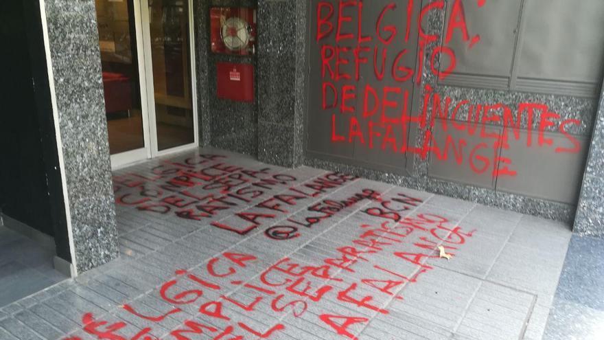 """""""Bélgica refugio de delincuentes"""", puede leerse entre las pintadas firmadas por La Falange"""