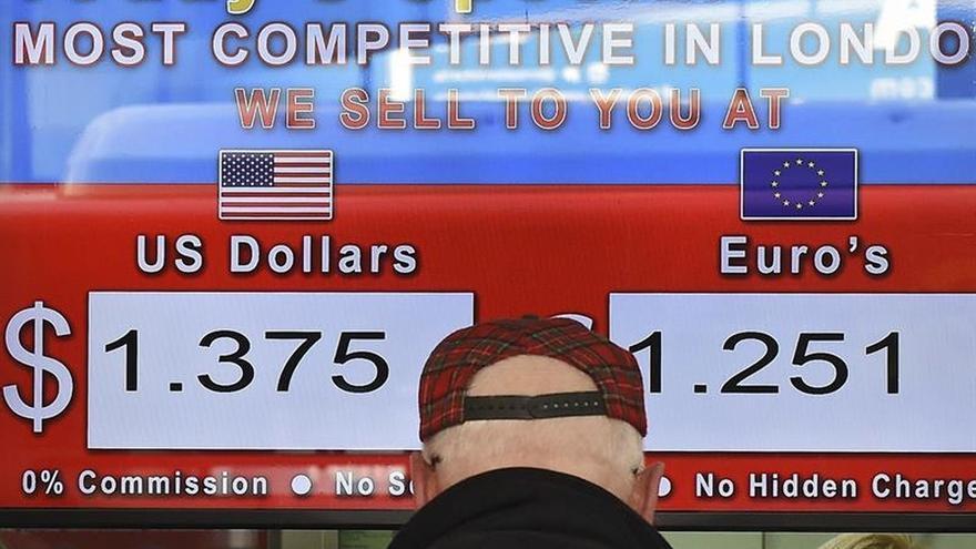 La libra alcanza su máximo del año frente al dólar por el referéndum