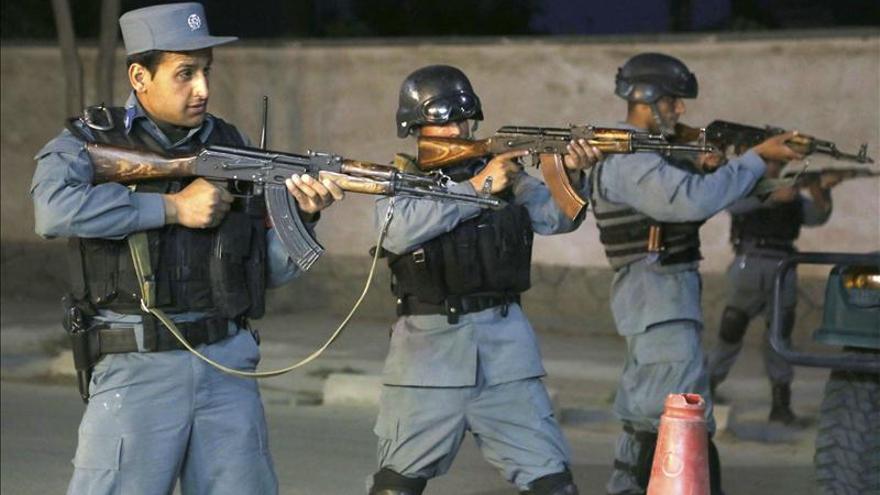 Mueren 6 talibanes y 1 policía en un ataque a la Administración en Afganistán