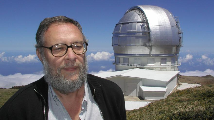 Pedro Álvarez, director de Grantecan ante la cúpula del GTC y vistas del telescopio ubicado en El Roque de Los Muchacho al atardecer.(IAC)