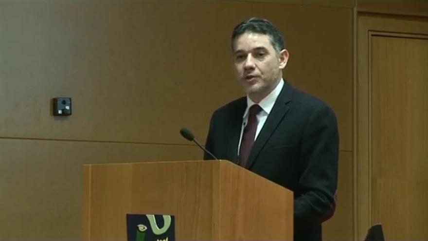 Ramón Salaverría, profesor de Periodismo en la Universidad de Navarra, durante una conferencia en la Universidad Jaume I de Castellón.