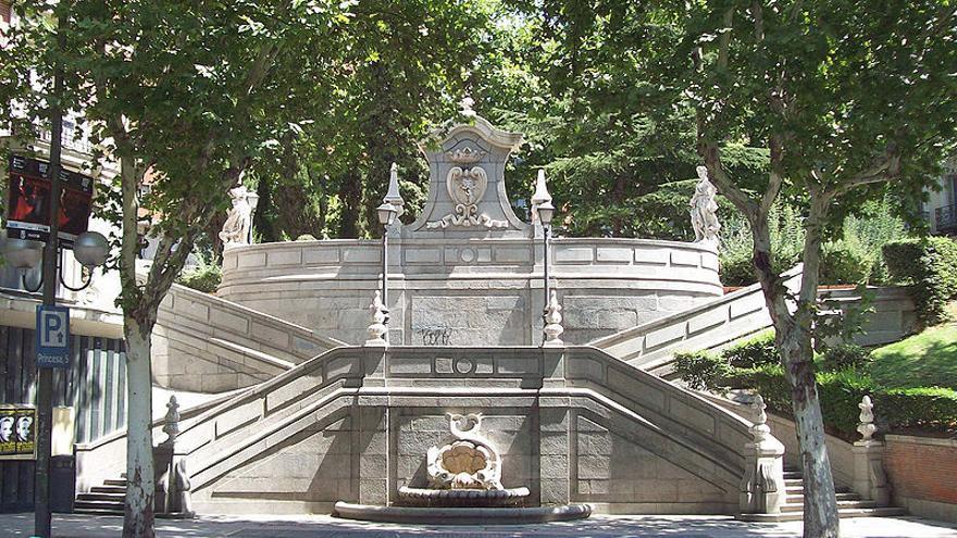 El monumento a Jaume Ferrán en la Calle de la Princesa de Madrid