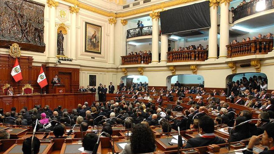 El Congreso de Perú aprueba una ley que prohíbe el castigo físico contra los niños