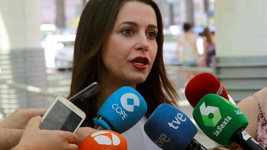 """Arrimadas dice a JxSí y a la CUP que """"ganará la democracia y el sentido común"""""""