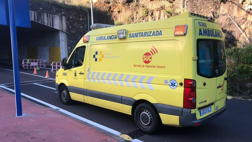 Ambulancia en la zona de frenado de Benahoare.